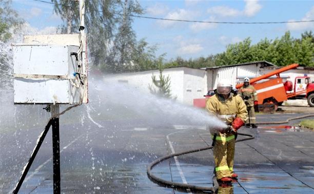 В Туле прошли соревнования пожарных-добровольцев