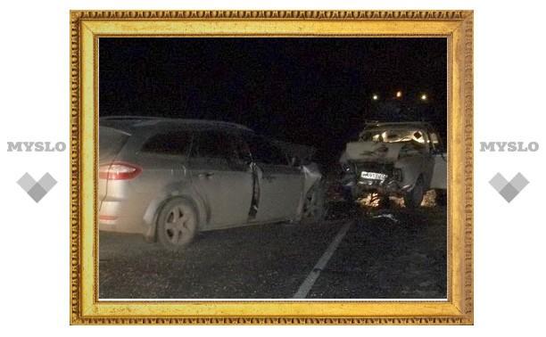 В Тульской области старенький «Москвич» вылетел на встречку и «насмерть» врезался в «Ford Mondeo»