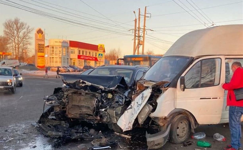 В Заречье столкнулись легковушка и маршрутка: пострадали два человека