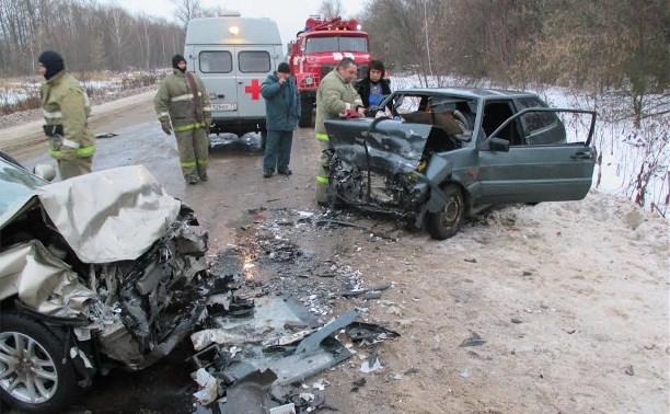 Женщина-водитель погибла в лобовом столкновении легковушек