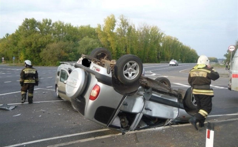 В Чернском районе Chevrolet Niva перевернулась после столкновения с «Ладой»