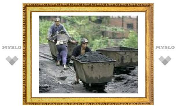 Полсотни китайских шахтеров заблокированы под землей