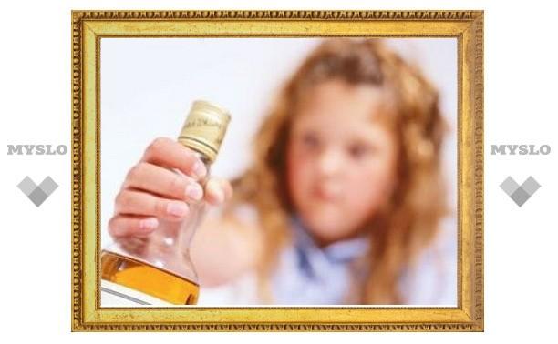 Отчим напоил 2-летнюю девочку пивом и алкогольным коктейлем