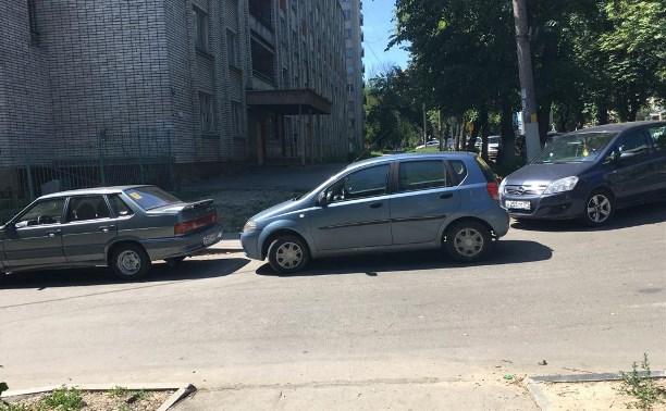 Тулячка: «Автохамы перекрыли тротуар!»