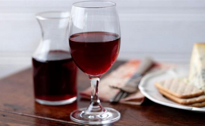 Житель Кимовска похитил 35 литров домашнего вина