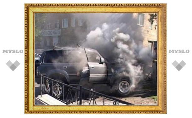 Под Тулой сгорел джип Toyota Land Cruiser