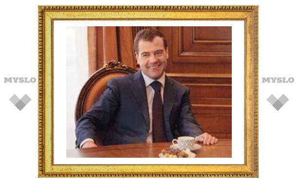 Медведев уйдет в отставку в случае развития кризиса