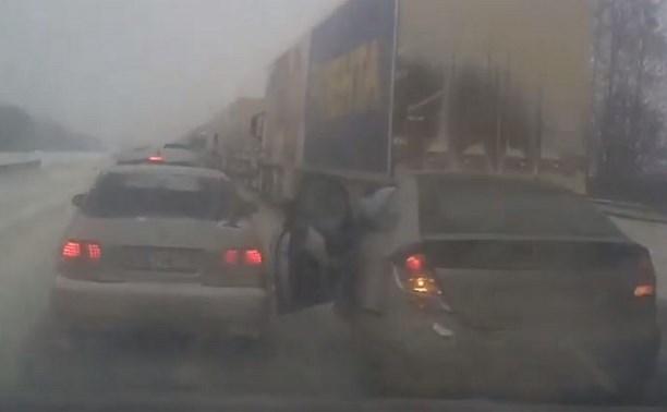 Виновник массового ДТП на трассе М4 опубликовал в интернете видеозапись аварии