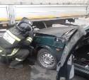 В Новомосковске двое мужчин пострадали в улетевшей под грузовик «девятке»