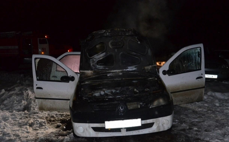 В поселке Куркино Тульской области загорелся автомобиль