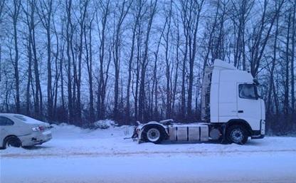 На трассе М4 «Фольксваген» врезался в грузовик