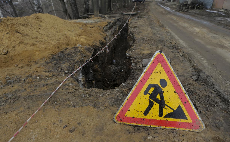 В Туле прокладка канализации затянулась на год: дорога превратилась в месиво
