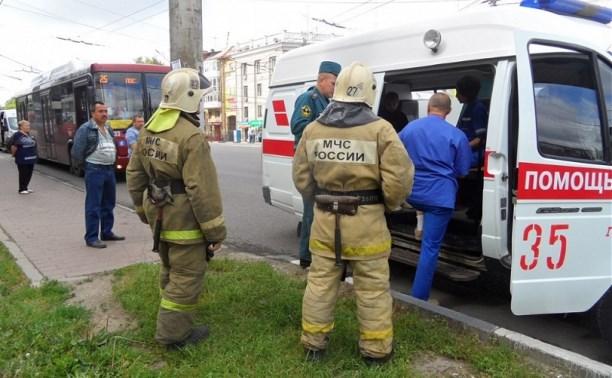 В Туле на проспекте Ленина столкнулись пассажирский автобус и легковушка
