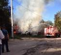 В Туле на улице Дементьева горят сараи