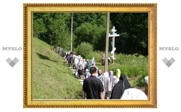 Сотни человек прошли Крестным ходом в Колюпаново