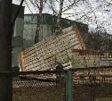 В Туле из-за сильного ветра во дворе детского сада сорвало крышу веранды