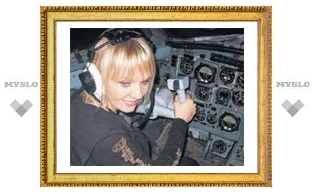 Валерия села за штурвал самолета