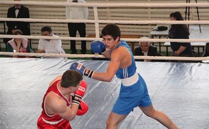 Боксер из Тулы стал серебряным призером первенства округа