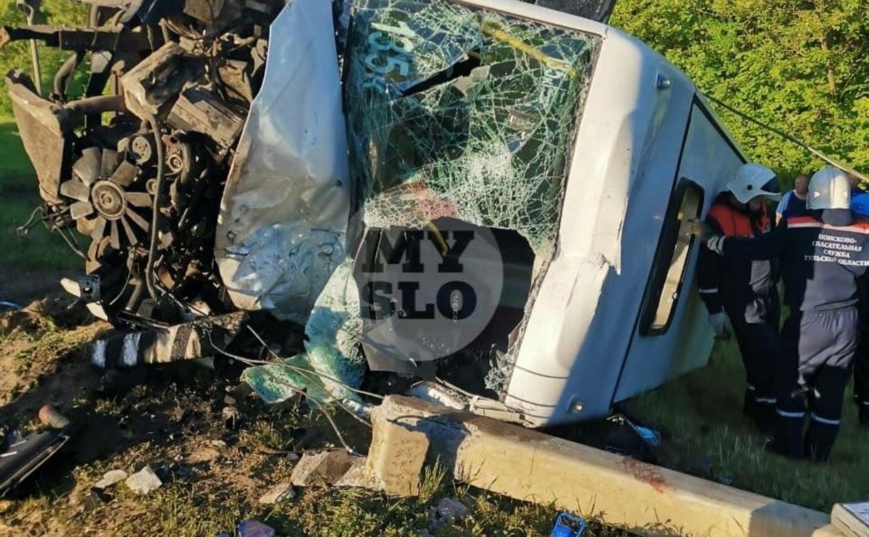Крупное ДТП с маршруткой и грузовиком в Тульской области: шесть человек пострадали, один погиб
