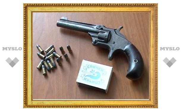 Тулячка сдала в полицию «ковбойский» револьвер