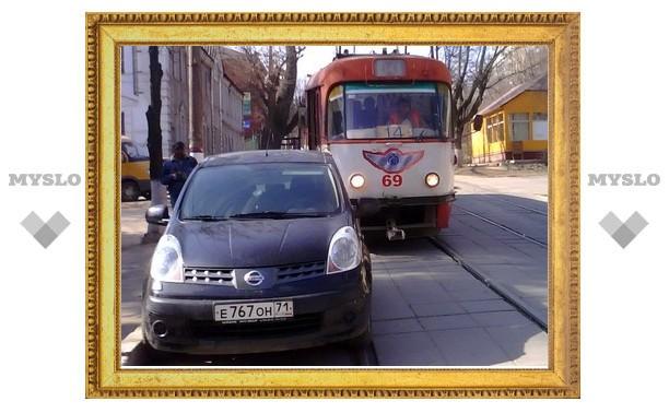 Тульский транспорт задерживается из-за неправильной парковки