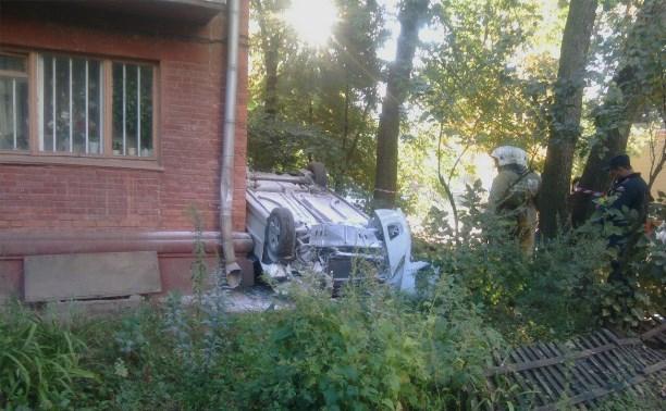 Утром 15 сентября рядом с магазином «Весна» «Пежо 307» влетел в угол дома