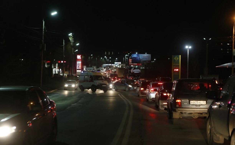 На ул. Рязанской из-за аварии с машиной скорой помощи собралась огромная пробка