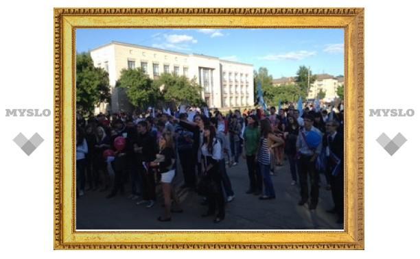 """Напротив """"Премьера"""" проходит праздник для тульских выпускников"""