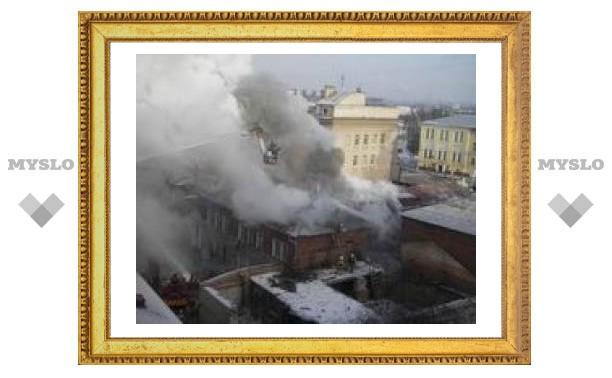 В Туле сгорел автосалон