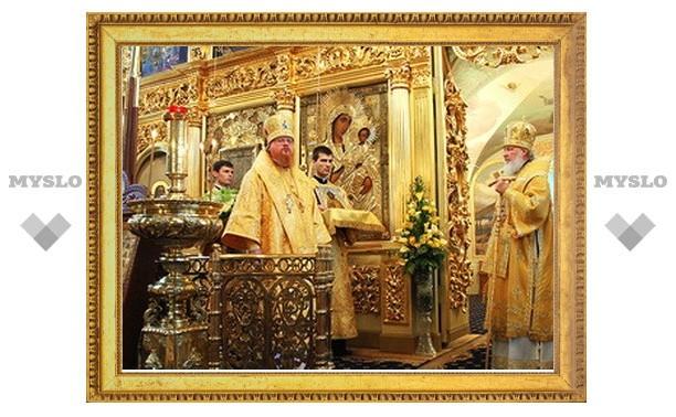 В день памяти святителя Николая Патриарх Кирилл совершил литургию в Никольском храме в Хамовниках