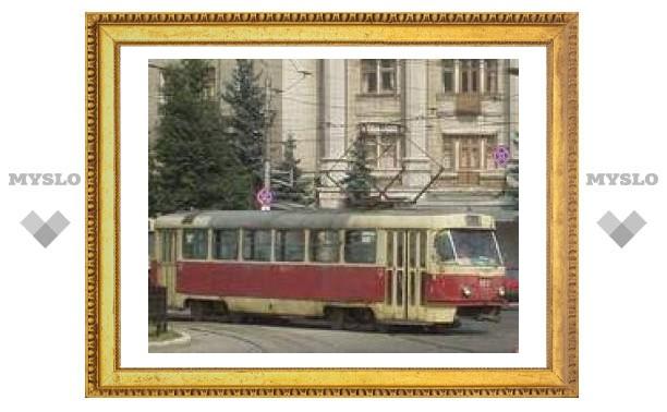 Трамваи простаивают в Оружейном переулке