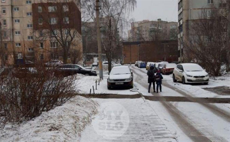 «Накажи автохама»: одиночка на тротуаре