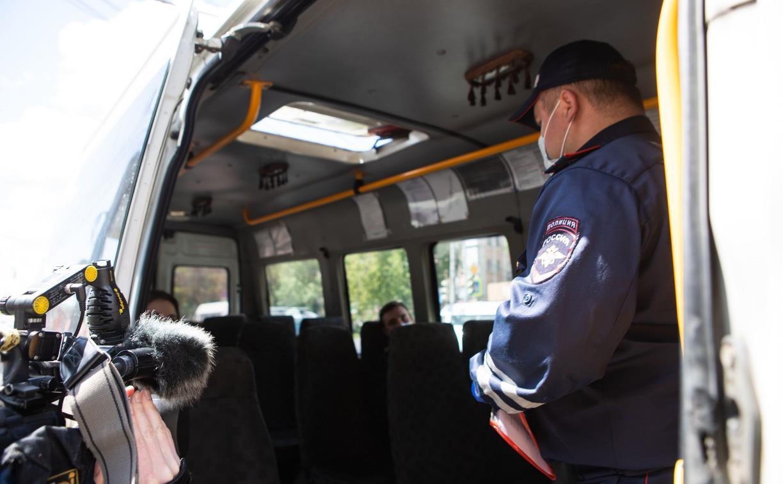 Полицейский рейд в тульских маршрутках: на пассажиров без масок составляют протоколы
