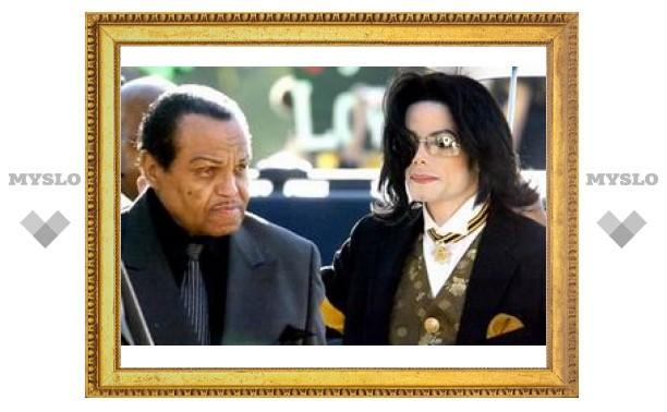 Газета потребовала 7,9 миллиона долларов у родственников Майкла Джексона