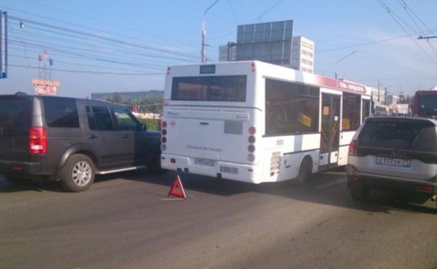 Из-за двух аварий на проспекте Ленина Зеленстрой встал в пробке