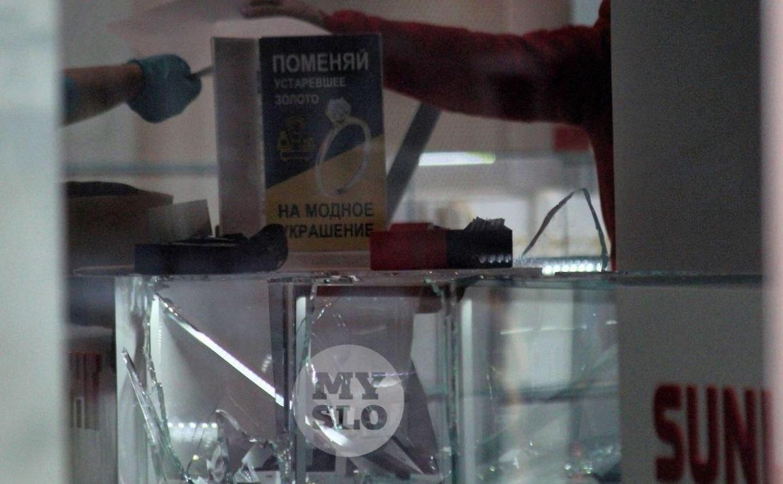 Ограбление ювелирного магазина с топором: преступник заранее приходил фотографировать бриллианты
