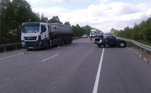 На трассе «Дон» «Лада Приора» врезалась в грузовик