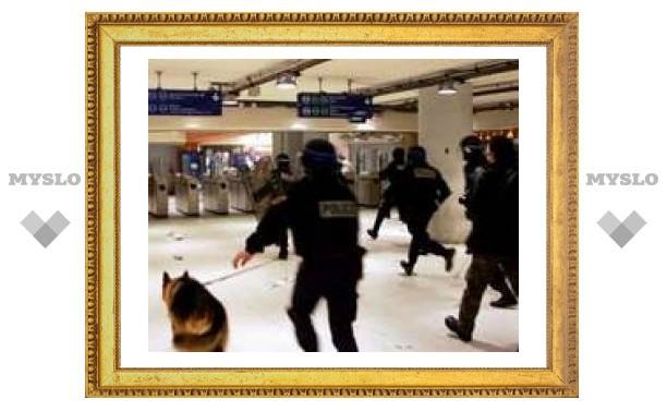 За беспорядки в метро двоих французов отправили в тюрьму