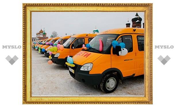Губернатор раздал новенькие школьные автобусы