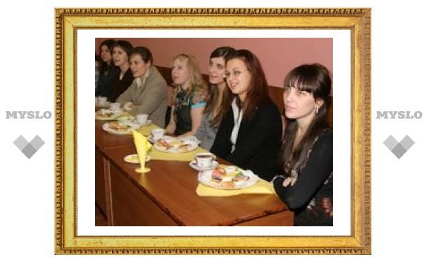Тульских Татьян поздравили чашкой чая