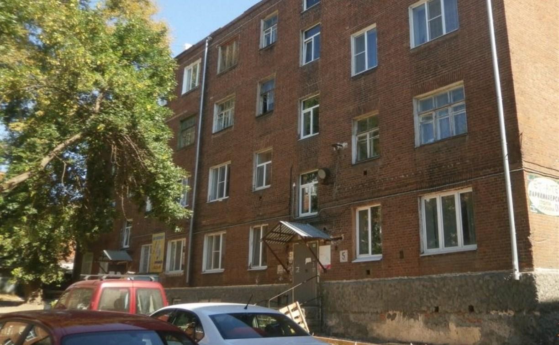 На улице Луначарского в Туле подрядчик установил клумбу на проезжую часть