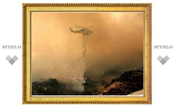 Пожарные постепенно берут под контроль лесные пожары у Лос-Анджелеса