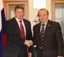 Юрий Цкипури и Евгений Авилов поздравили тулячек с праздником