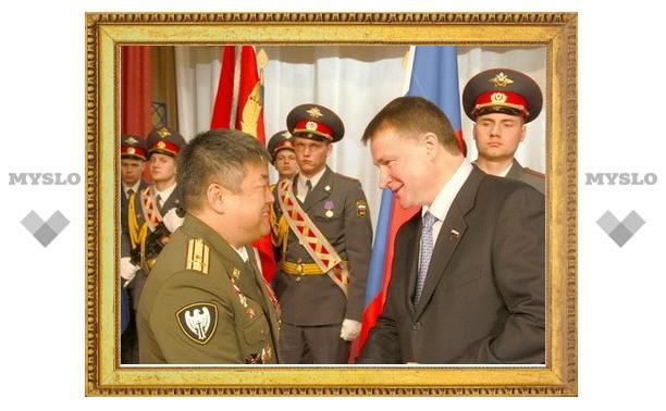 Губернатору вручили юбилейную медаль МВД России