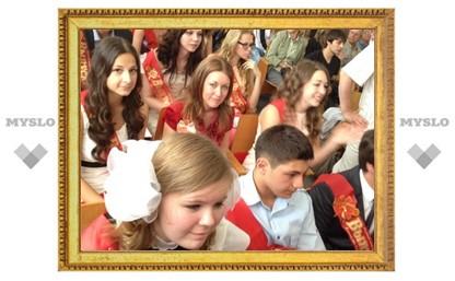 В тульских школах выпускники отмечают Последний звонок