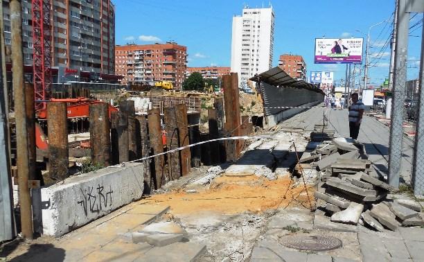 На улице Советской на месте бывшего долгостроя обвалился грунт