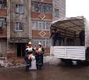 Сотрудники МЧС продолжают эвакуировать вещи из взорвавшегося дома в Ясногорске