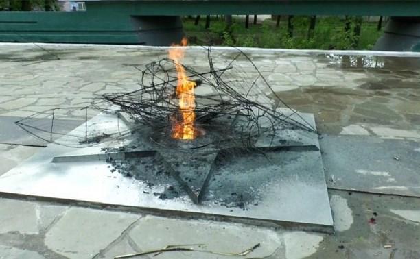 В Алексине вандалы сожгли венки у Вечного огня