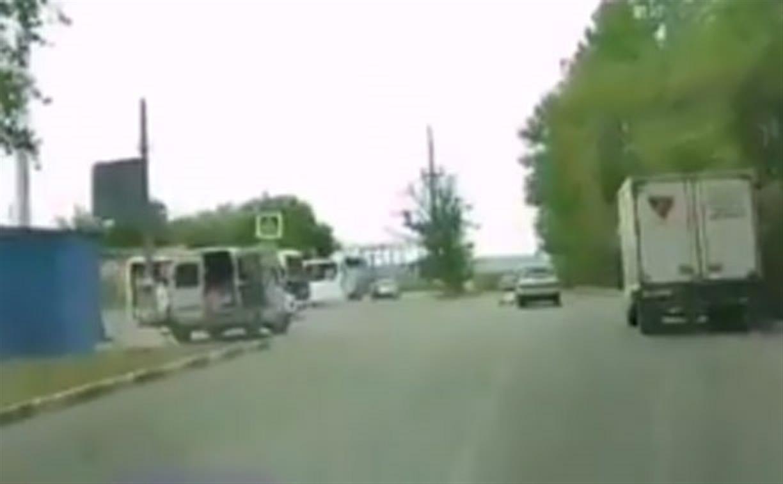 В Туле сбитый машиной пенсионер подлетел вверх ногами: видео