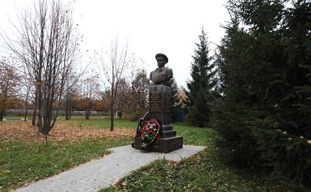 Памятник генералу В.Ф. Маргелову переносят... на другую сторону дороги!